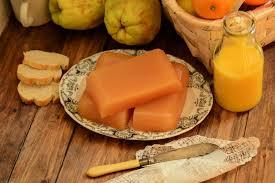 Dulce de membrillo casero con fruta y azúcar orgánica